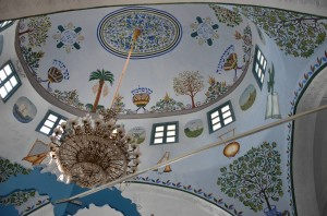 The ceiling in the Abuhav Synagogue features religious themes arrayed above the bima.